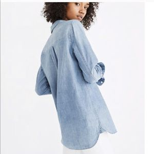 Madewell Tops - Boyfriend button up chambray